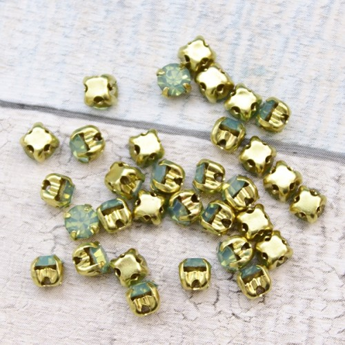 Chaton Montee Gold Green Opal